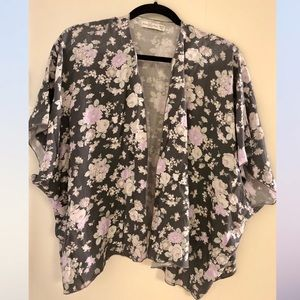 Abercrombie & Fitch Floral Kimono Sleeved Shawl